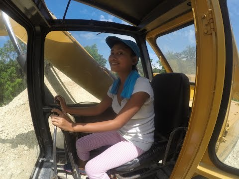BEAUTIFUL FILIPINA CONSTRUCTION WORKER DAISY MAE INSTALLING AIR CONDITIONING IN THE PHILIPPINES
