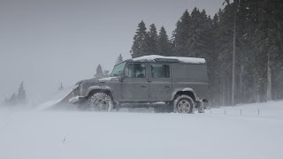 How to drive a Land Rover in snow: Driving Techniques