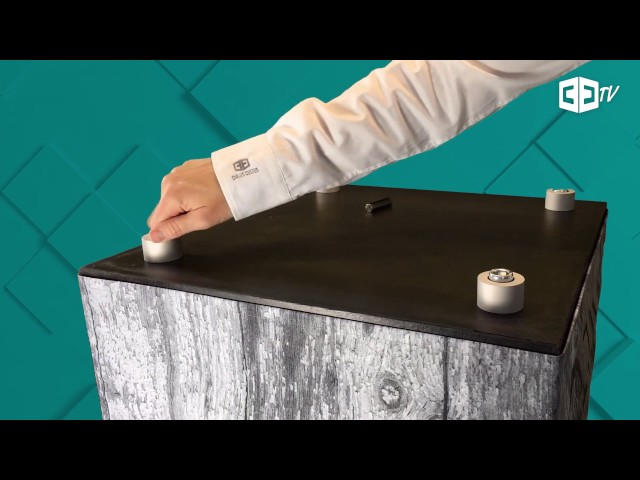 Bedruckte Sitzwürfel verwandeln – Runde Aluminiumfüße anbringen