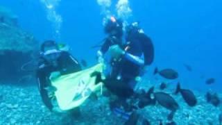 Pengibaran Bendera Grapala FV I di dasar laut.wmv