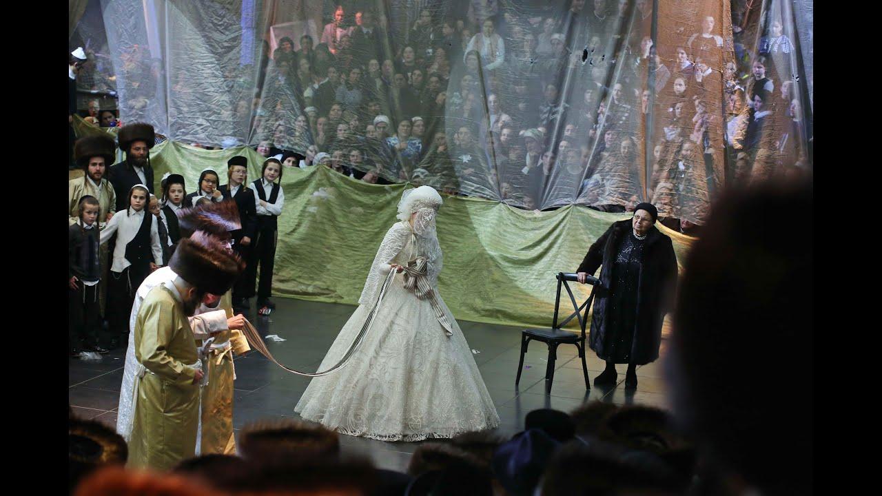 חופה ומצווה טאנץ בחתונת נכדי האדמור מתולדות אברהם יצחק וקרעטשניף סיגעט