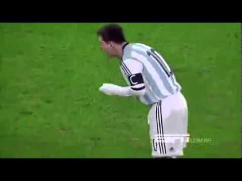 LIONEL MESSI VOMIT SUR LE TERRAIN   Argentine vs Roumanie 05 04 2014