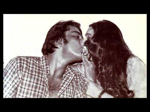 Sanjay Dutt Kisses Tina Munim - Rare Bollywood Smooch - STARBUZZ
