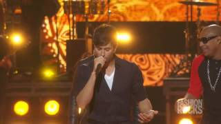 "Enrique Iglesias - ""Bailando"" Live At Fashion Rocks 2014"