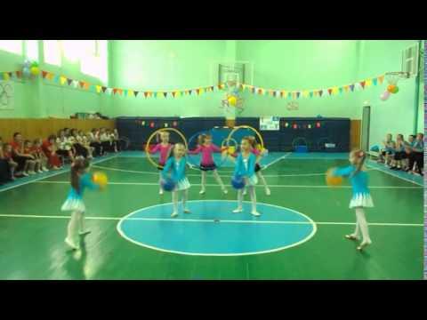 Дети танцуют  Спортивный танец с обручами