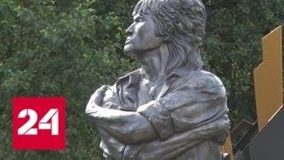 Желтые розы для Цоя: 28 лет назад музыкант разбился на автодороге в Латвии - Россия 24