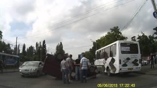 ДТП в Одессе на водопроводной возле красного креста 05.06.2013(, 2013-06-05T17:33:15.000Z)