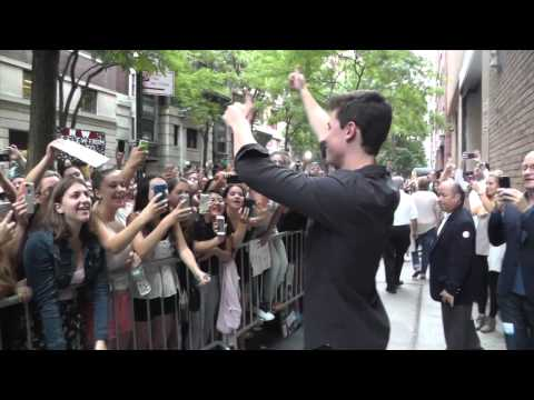 Fans sing Stitches with Shawn Mendes