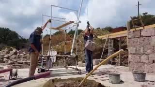 видео Строительный подъемник | купить мачтовый, фасадный, подъемник-люлька грузопассажирский в Москве