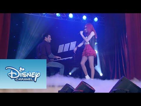 "Cami, Roxy y Fausta interpretan ""A Mi Lado"" | Momento Musical | Violetta"