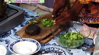07 18VEG1768カメルーンの豪華なヤム芋 ペッパースープバッサ語