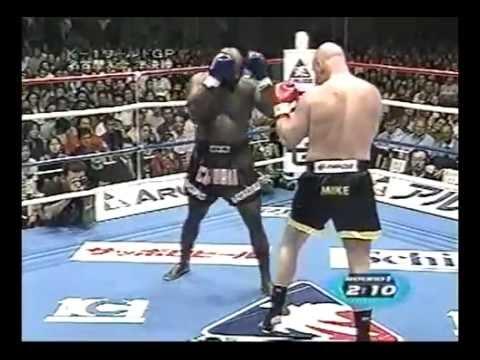マイク・ベルナルド vs ロイド・...