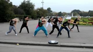 Танцевальный флешмоб от школы  танцев DANCEHOME