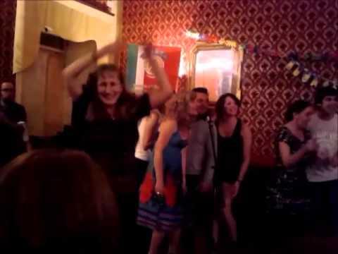 Karaoke and dancing @ Scuola Dante Alighieri, Camerino, Italia