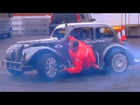 Terry Grant Changing A Wheel On Donut Car - Fifth Gear