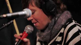 tUnE-yArDs - Doorstep (Live on KEXP)