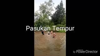 Download Video Cowok-Cowok Bugil Mandi di Sungai MP3 3GP MP4