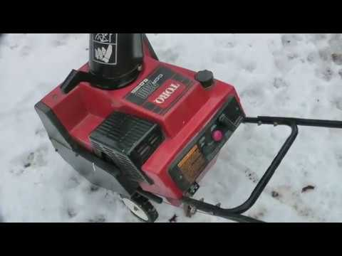 Toro snowblower starts then dies - Fixed - Cleaning the Carb