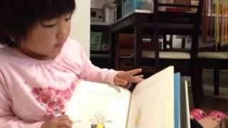 5才の娘の絵本の読み聞かせを撮りました。 後半、疲れてきたようだった...