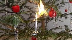Weihnachtsbaum: Achtung auf brennende Kerzen
