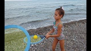 Plajda tenis oynadık