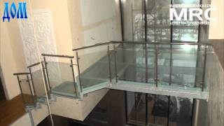 lestnica i balkon - Атриум и лестница из стекла: Glass floor(Стеклянный прозрачный пол атриума и двух косоурная лестница с ступенями из прозрачного стекла обеспечиваю..., 2011-04-12T09:28:22.000Z)