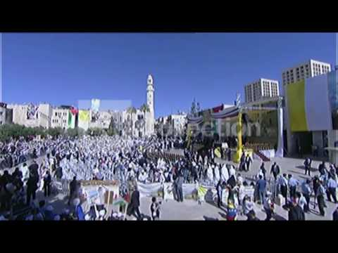 MIDEAST:CROWDS GATHER AHEAD OF POPE'S VISIT