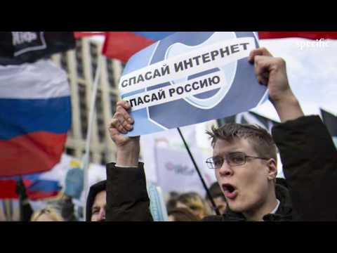 Russia internet freedom: Thousands protest against cyber-security bill | UK news today