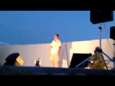 The Host of Ichinomiya, Chiba Tanoshimukai sings karaoke.  Very cool. 2013