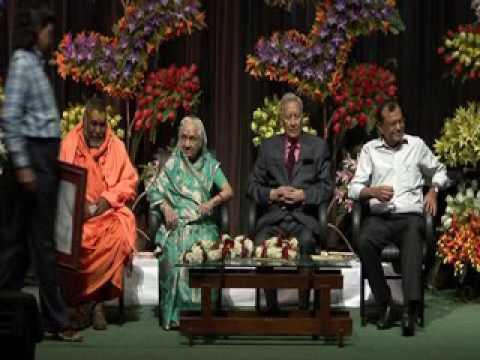 Rajendra  Mundhra  felicitating  Shri B. K.Birla  on  his his  birtday  at  kalamandir,  kolkata