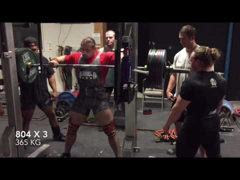 Dan Green 220 -- Squats 804 x 3 RAW in wraps (365 kg)