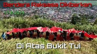 Sispala SMAN 2 Padang Panjang, Sumbar Kibarkan Bendera Merah Putih Raksasa di Bukit Tui