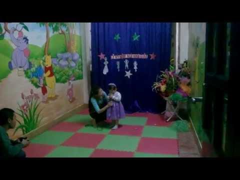 Uyên Nhi hát quả bóng tròn tròn ngày 20/11 - Bé Uyên nhi - 2 tuổi
