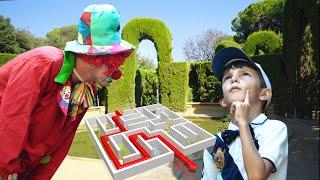 Игра Квест в парке Лабиринт. Стефан потерялся. Выход знает только Клоун