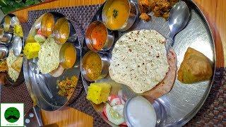Unlimited Thali in Delhi |Gujarati Food for Only Rs 140? Gujarat Bhavan 😻😻😻