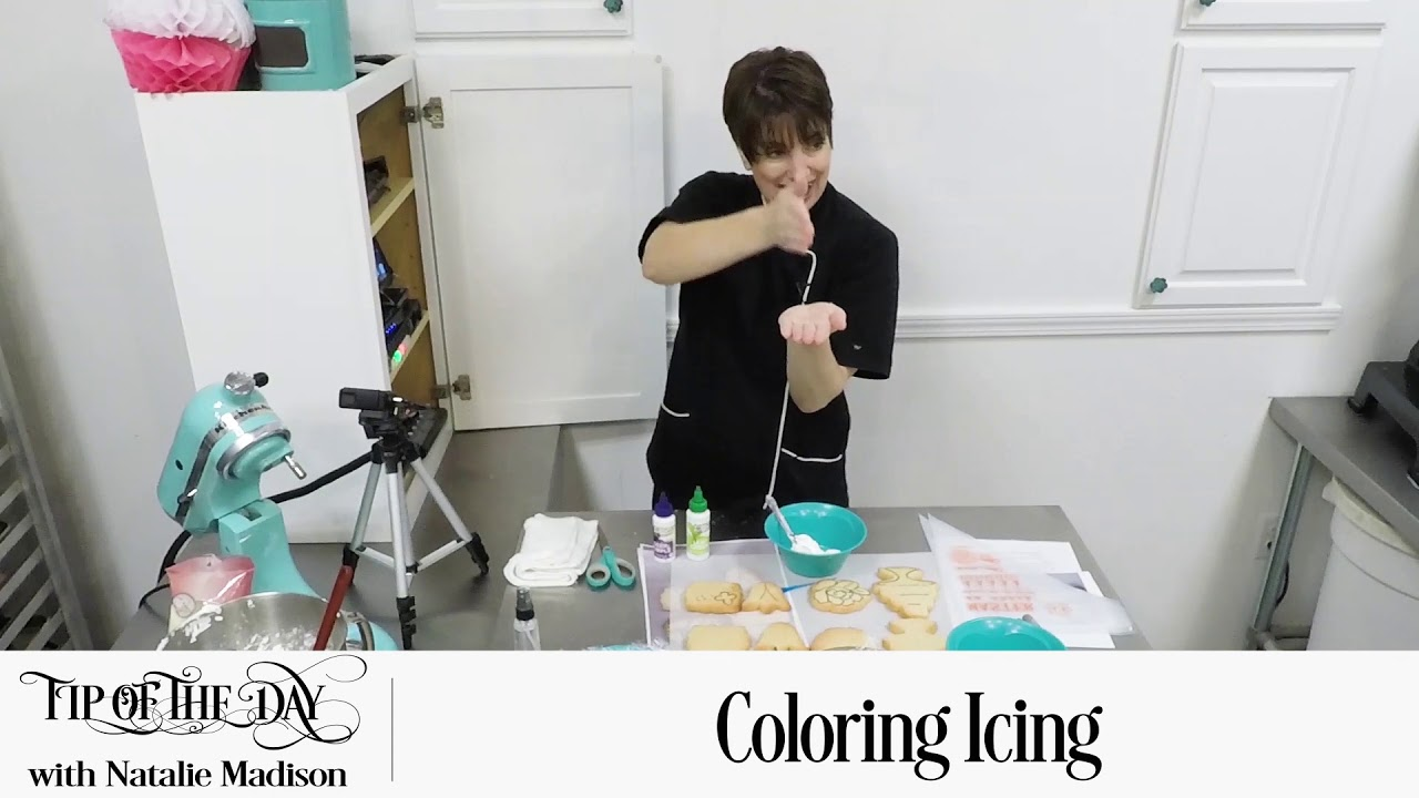 Coloring Icing for sugar cookies with Americolor food coloring!