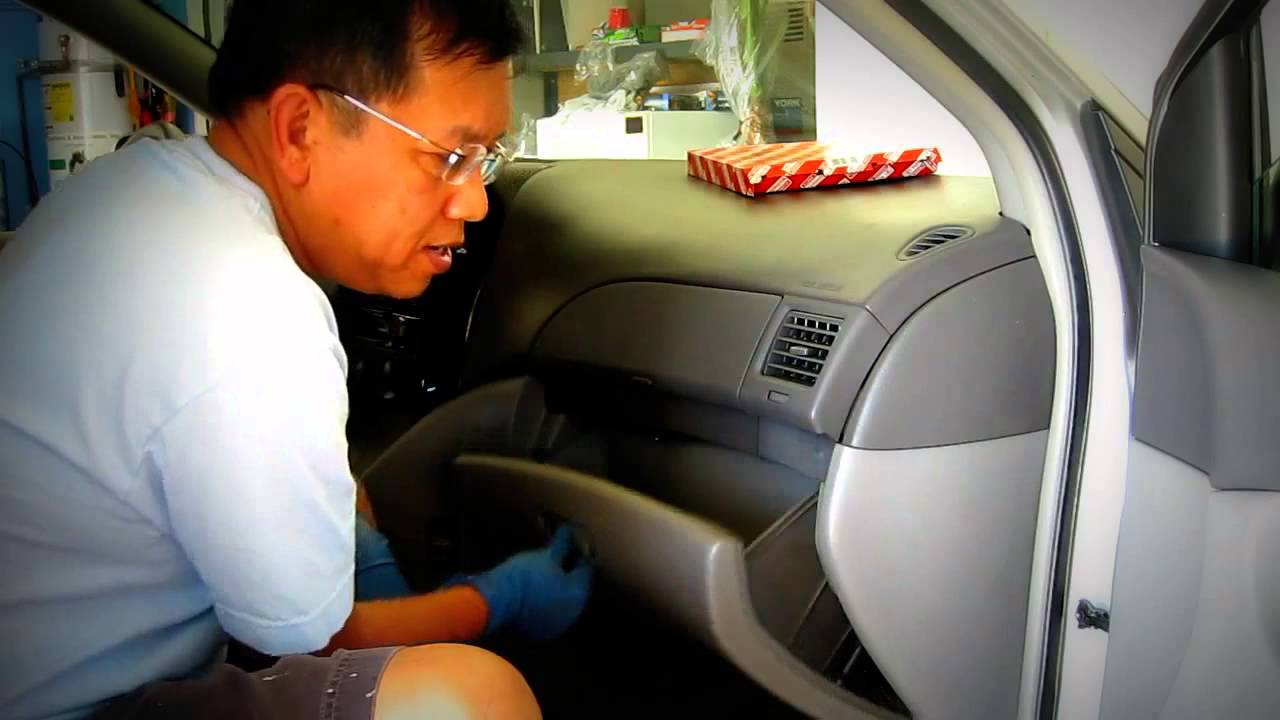 How to change cabin air filter of toyota sienna