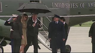RIGHT BEFORE FLYING TO TEXAS TRUMP TURNED TO MELANIA AND DID SOMETHING VERY ODD!