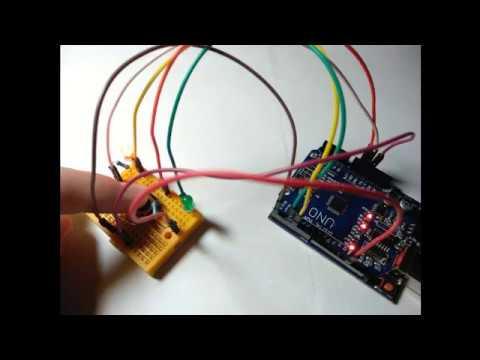 Arduino управляет светодиодами в зависимости от нажатия кнопки