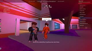 #Roblox Jailbreak escape and dance to noob cops @itgcafe.com