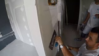 Rekonstrukce bytu - tmelení sádrokartonu