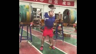 Приседание 240 кг в/к до 56 кг.китайский штангист