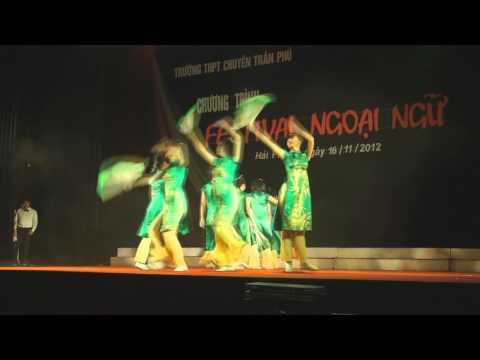Múa Quạt (12 Trung) - Festival ngoại ngữ TPC 2012