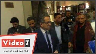 وزير الآثار يزور المتحف المصرى لمتابعة فتحه ليلا أمام الزائرين