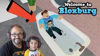 TEACHING 4 YEAR OLD TO PLAY BLOXBURG! ROBLOX | FAMBAM GAMING