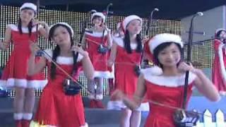 12 Girls Band - Christmas Eve (12 Girls Of Christmas)