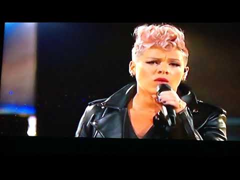 America Music Awards - November 19, 11/19/17- Pink And Kelly Clarkson - Everybody Hurts by Duet.