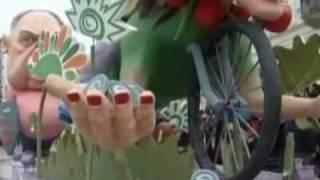 Карнавалу в Греции не мешает даже кризис(В то время как в Китае празднуют Новый год, а во всем мире - день святого Валентина, в Греции проходят карнава..., 2010-02-18T14:34:33.000Z)