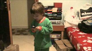 3,5 years old dances to The Sonics - The witch