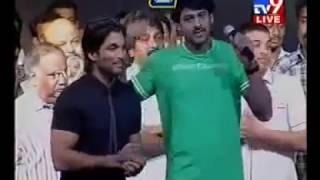 Allu Arjun Teasing Prabhas at arya audio launch function